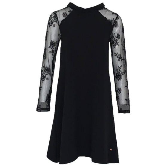 Jantje Korten • zwarte jurk met kanten mouwen
