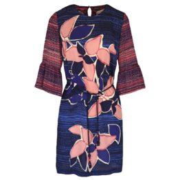 Caroline Biss • blauw roze jurk met bloemen